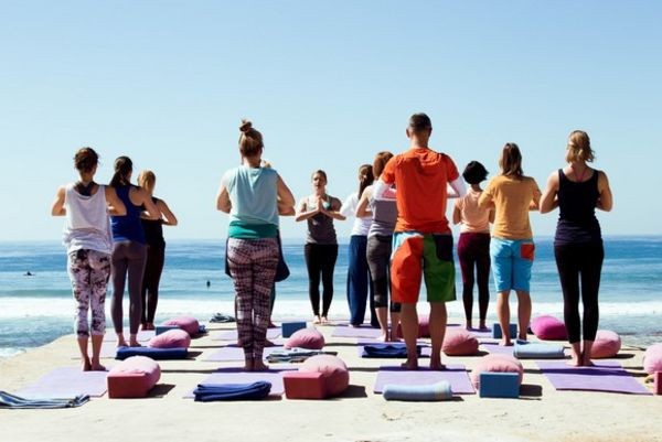 Yoga am Meer in Spanien