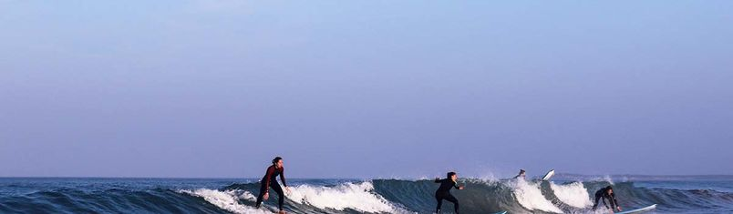 Im Line-up Surfen nach der Surf-Etikette