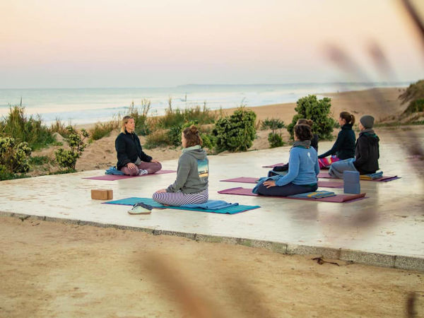 Yoga in El Palmar bei Cadiz am Strand